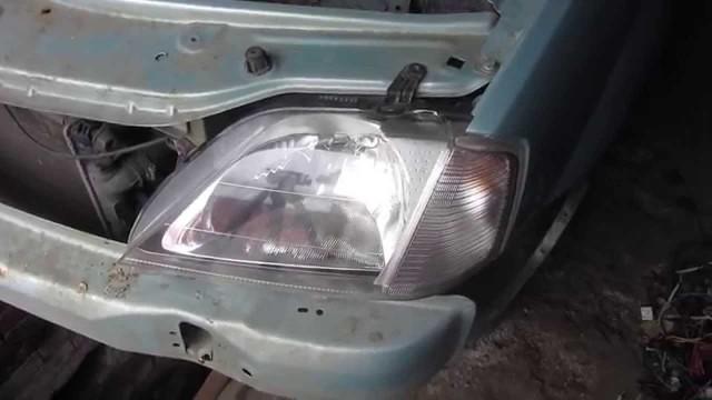 Снятие и замена передней фары Renault Logan