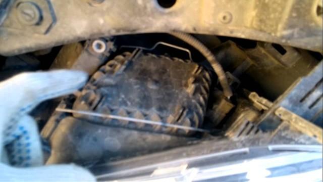 Замена ламп в фаре головного света Renault Megane 3