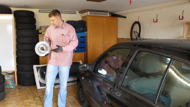 Замена передних тормозных колодок и дисков Renault Clio