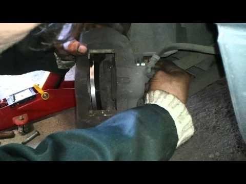 Замена передних тормозных колодок и дисков Renault Twingo