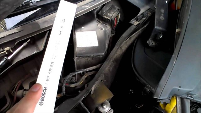 Замена салонного фильтра Renault Symbol