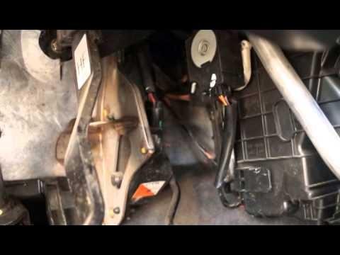 Замена салонного фильтра Renault Koleos