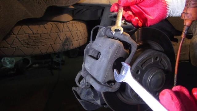Замена задних колодок Renault Scenic 3