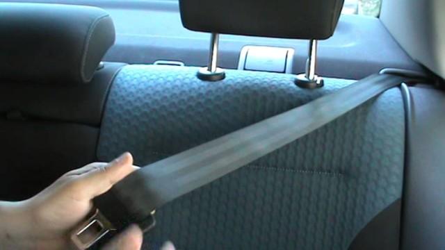 Как откинуть заднее сиденье со стороны салона Volkswagen Jetta VI