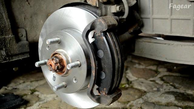 Замена тормозных дисков и колодок Hyndai Accent