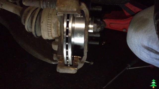 Замена тормозных дисков и тормозных колодок на Hyundai Accent 2