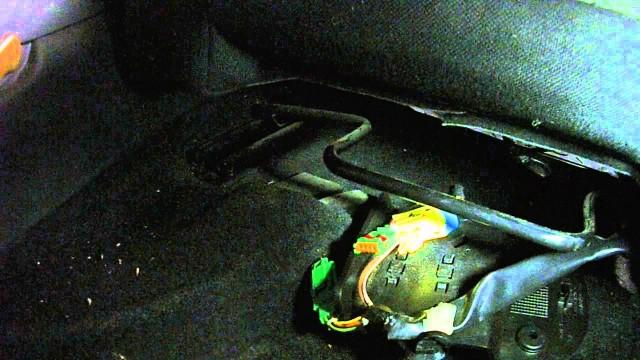 Демонтаж передних сидений Citroen C4