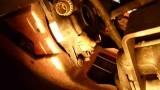 Снятие нижней защиты моторного отсека для замены ламп противотуманных фар Citroen C4