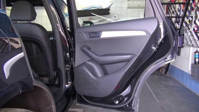 Разборка и снятие двери Audi Q5