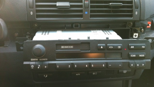 Снятие магнитолы BMW E46