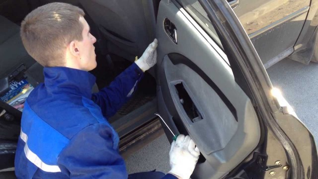 Снятие обшивки двери Chevrolet Lacetti