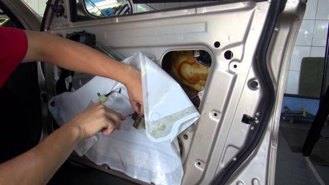 Снятие обшивки двери Chevrolet Lanos