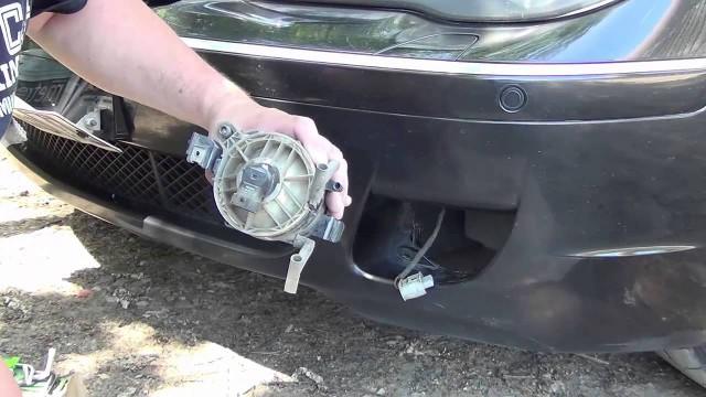 Замена лампочки в ПТФ BMW E65/E66