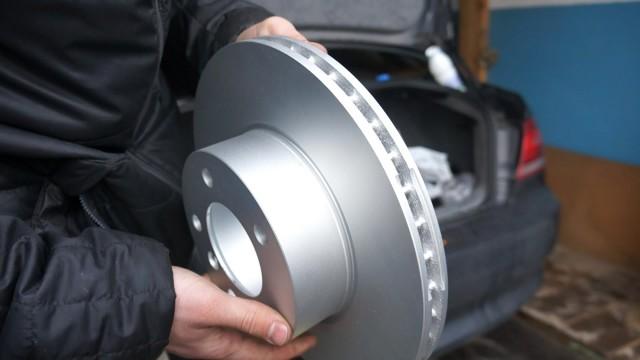 Замена тормозных колодок, тормозных дисков и шлангов BMW E92