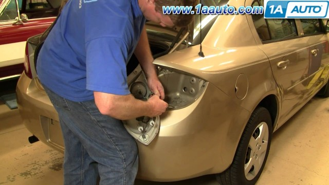 Замена задних фонарей и ламп Chevrolet Cobalt