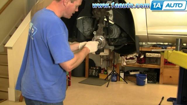 Замена тормозных колодок, тормозного диска и ступицы колеса Chevrolet Cabalt