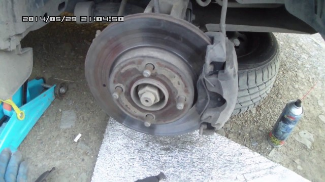 Замена передних тормозных колодок Ford Fusion