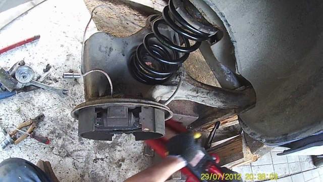 Замена задних амортизаторов Ford Sierra