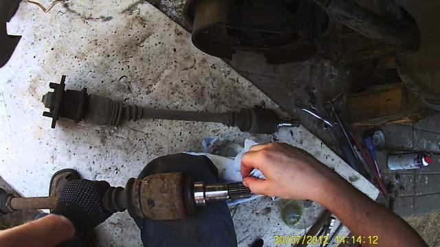 Демонтаж приводного вала Ford Sierra