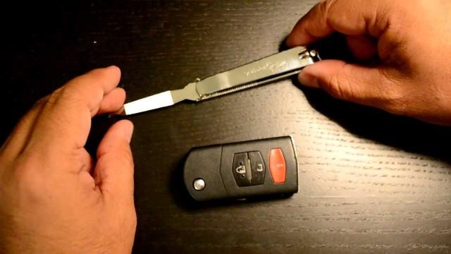 Замена батарейку в ключе Mazda 6