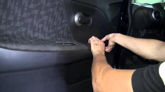Снятие обшивки передней двери Nissan Note