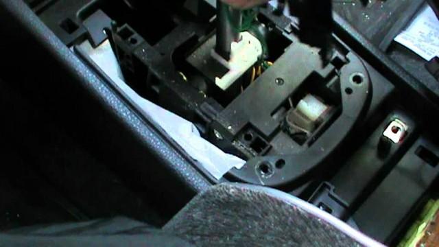 Снятие центральной консоли и ручки АКПП Nissan Tiida