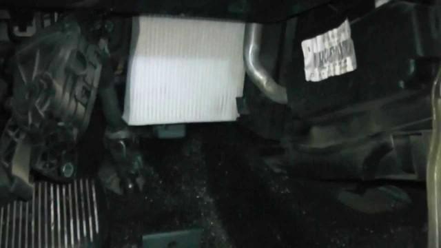 Замена салонного фильтра Ford Fiesta