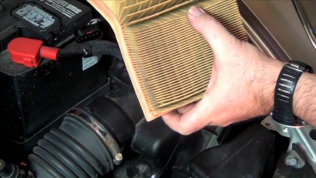 Замена воздушного фильтра Mazda 6