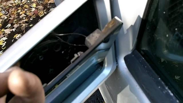Замена зеркального элемента бокового зеркала Mercedes W202