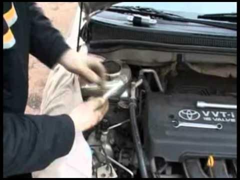 Меняем натяжитель ремня Toyota Corolla