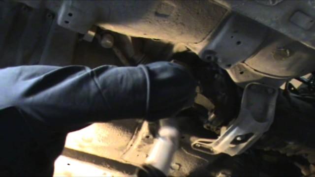 Снятие коробки передач Subaru Impreza
