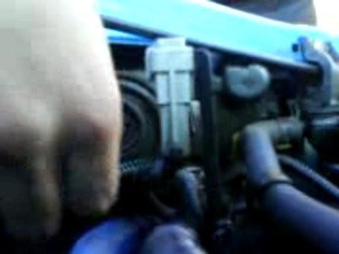 Замена ламп в передних фарах Opel Corsa B
