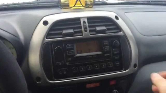 Замена магнитолы Toyota RAV 4