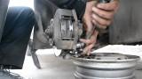 Замена передних тормозных колодок Opel Kadett