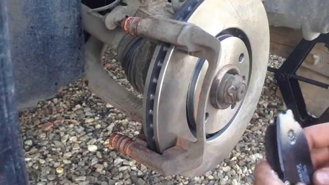 Замена передних тормозных колодок и дисков Peugeot 406