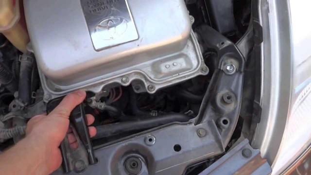 Замена водяной помпы Toyota Prius