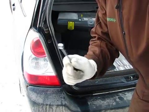 Замена задних ламп Subaru Forester