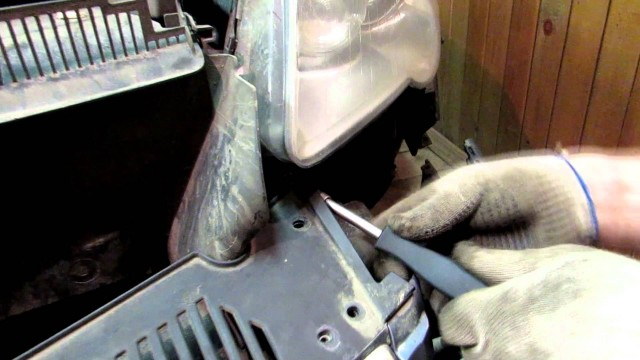 Замена ксеноновых ламп фары Volkswagen Passat B6
