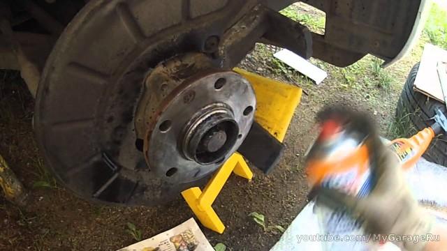 Замена тормозных дисков и колодок Volkswagen Jetta 6