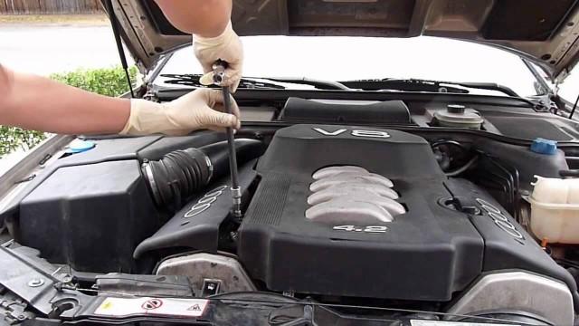Снятие радиатора охлаждения двигателя Audi A8 4.2L