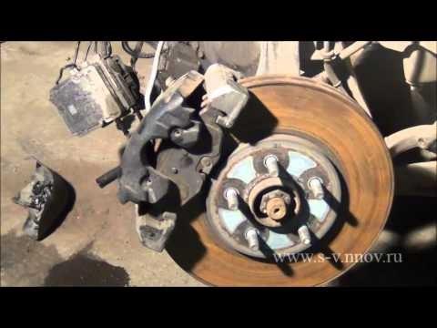 Замена передних тормозных колодок и диска Chrysler Sebring