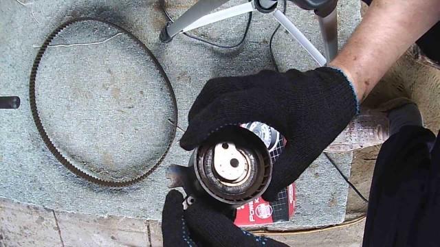 Замена ремня ГРМ, ремня навесных агрегатов, насоса охлаждения Citroen Berlingo
