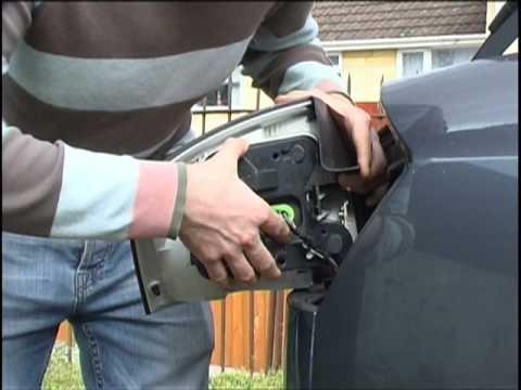 Замена задних ламп в фарах Audi A4