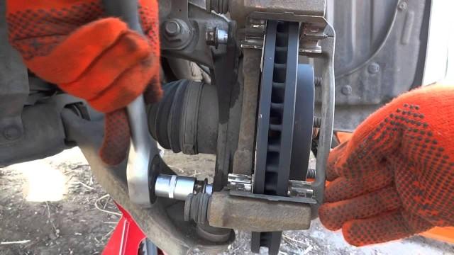 Замена тормозных колодок и дисков Mazda CX-5