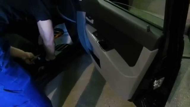 Снятие обшивки двери Lada Priora