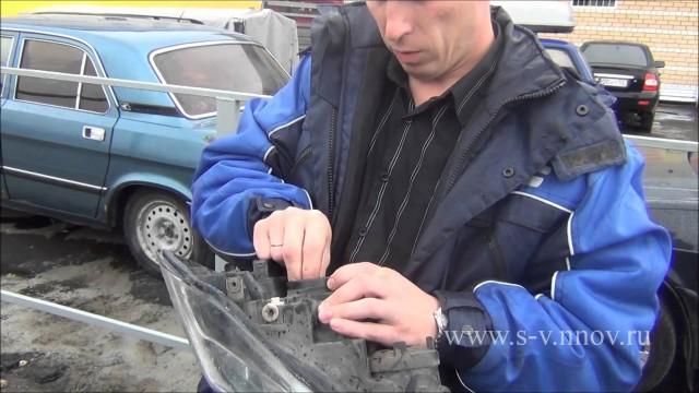 Замена лампочки фары головного света Volga Siber