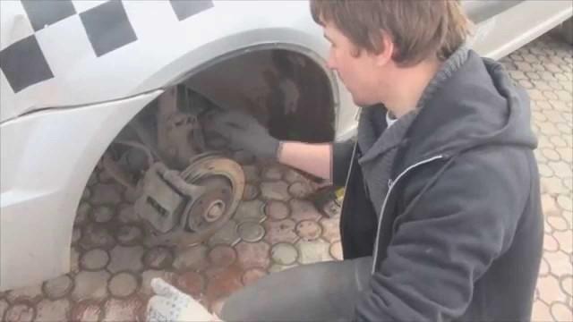 Замена тормозных колодок Lada Largus