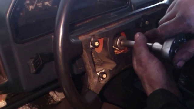 Снятие приборной панели (замена спидометра) Audi 100