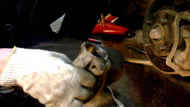 Замена шаровой опоры и амортизатора Hyundai Sonata