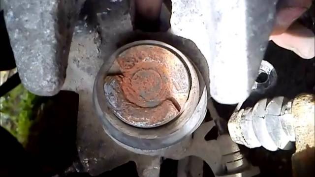 Замена задних тормозных колодок Peugeot 407